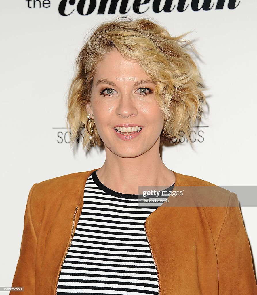 Actress Jenna Elfman attends the premiere of 'The Comedian' at Pacific Design Center on January 27, 2017 in West Hollywood, California.