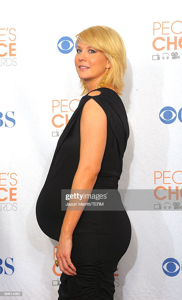 Actress Jenna Elfman poses in the press room during the People's Choice Awards 2010 held at Nokia Theatre L.A. Live on January 6, 2010 in Los Angeles, California.