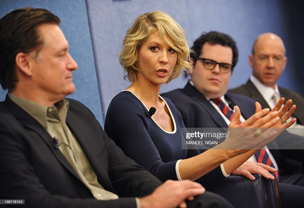 Actress Jenna Elfman (2nd L) speaks as actors Bill Pullman (L), Josh Gad (3rd L) and producer Mike Royce (R) look on during a press conference with the cast and producers of NBC comedy '1600 Penn' on January 9, 2013 at the National Press Club in Washington, DC. AFP PHOTO/Mandel NGAN