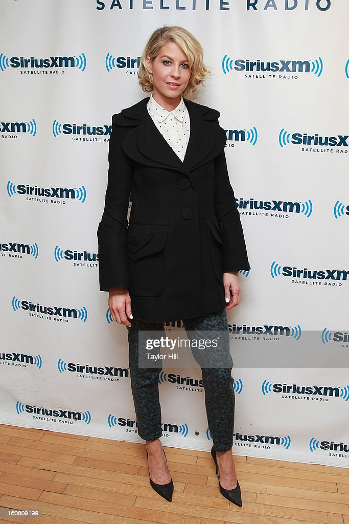 Actress Jenna Elfman visits SiriusXM Studios on February 6, 2013 in New York City.