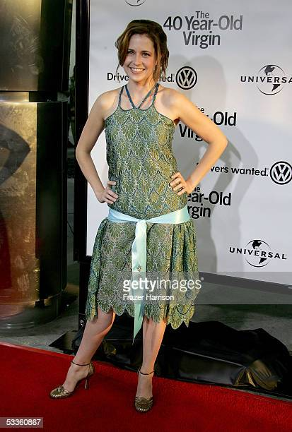 Actress Jenna Fischer arrives at the premiere of Universal Studios 'The 40 YearOld Virgin' at Arclight Hollywood on August 11 2005 in Hollywood...