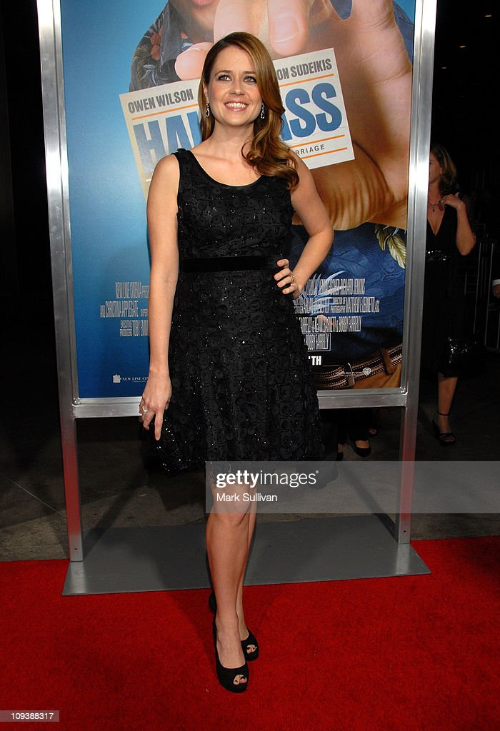 Actress Jenna Fischer arrives for the Los Angeles Premiere of 'Hall Pass' at ArcLight Cinemas Cinerama Dome on February 23, 2011 in Hollywood, California.
