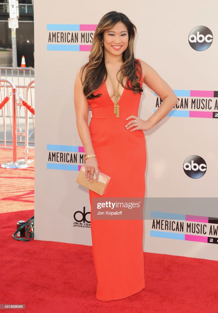 Actress <a gi-track='captionPersonalityLinkClicked' href=/galleries/search?phrase=Jenna+Ushkowitz&family=editorial&specificpeople=4863323 ng-click='$event.stopPropagation()'>Jenna Ushkowitz</a> arrives at the 2013 American Music Awards at Nokia Theatre L.A. Live on November 24, 2013 in Los Angeles, California.