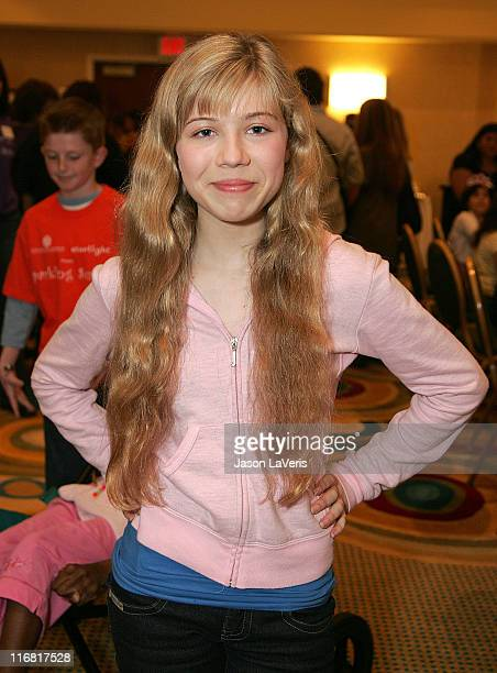 Actress Jennette McCurdy attends ''A Sparkling Sundae'' at the Renaissance Montura Hotel on March 9 2008 in Los Angeles California