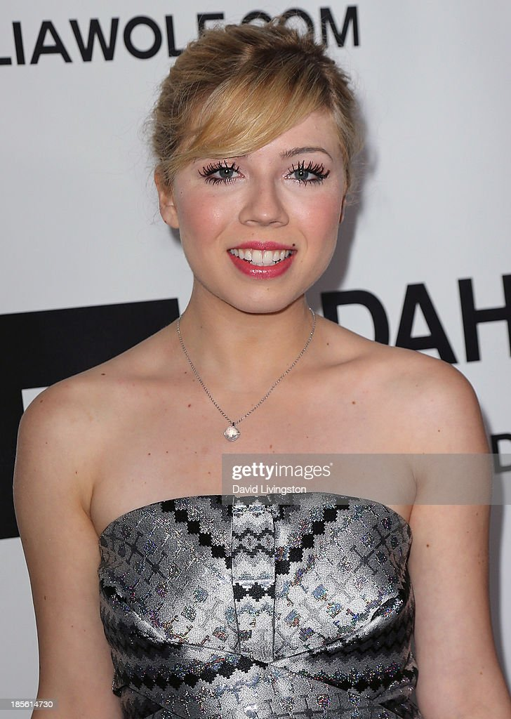 Actress <a gi-track='captionPersonalityLinkClicked' href=/galleries/search?phrase=Jennette+McCurdy&family=editorial&specificpeople=2851877 ng-click='$event.stopPropagation()'>Jennette McCurdy</a> attends the Dahlia Wolf Launch Party at the Graffiti Cafe on October 22, 2013 in Los Angeles, California.