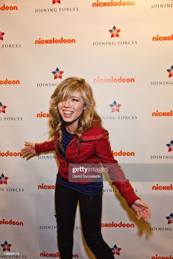 Actress Jennette McCurdy poses backstage at the auditorium at Naval Submarine Base New London on January 11, 2012 in Groton, Connecticut. The cast of Nickelodeon's iCarly were presenting a special military family screening of iMeet The First Lady, an episode of their show featuring Michelle Obama.