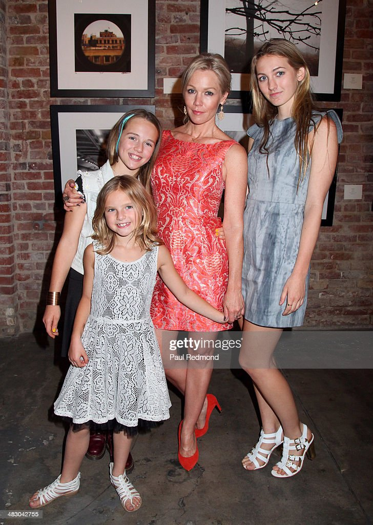 Actress <a gi-track='captionPersonalityLinkClicked' href=/galleries/search?phrase=Jennie+Garth&family=editorial&specificpeople=210841 ng-click='$event.stopPropagation()'>Jennie Garth</a> and daughters (L-R) Lola Ray Facinelli, Luca Bella Facinelli and (foreground) Fiona Eve Facinelli attend the '<a gi-track='captionPersonalityLinkClicked' href=/galleries/search?phrase=Jennie+Garth&family=editorial&specificpeople=210841 ng-click='$event.stopPropagation()'>Jennie Garth</a>: Awake' opening night artist reception at Project Gallery on April 5, 2014 in Hollywood, California.