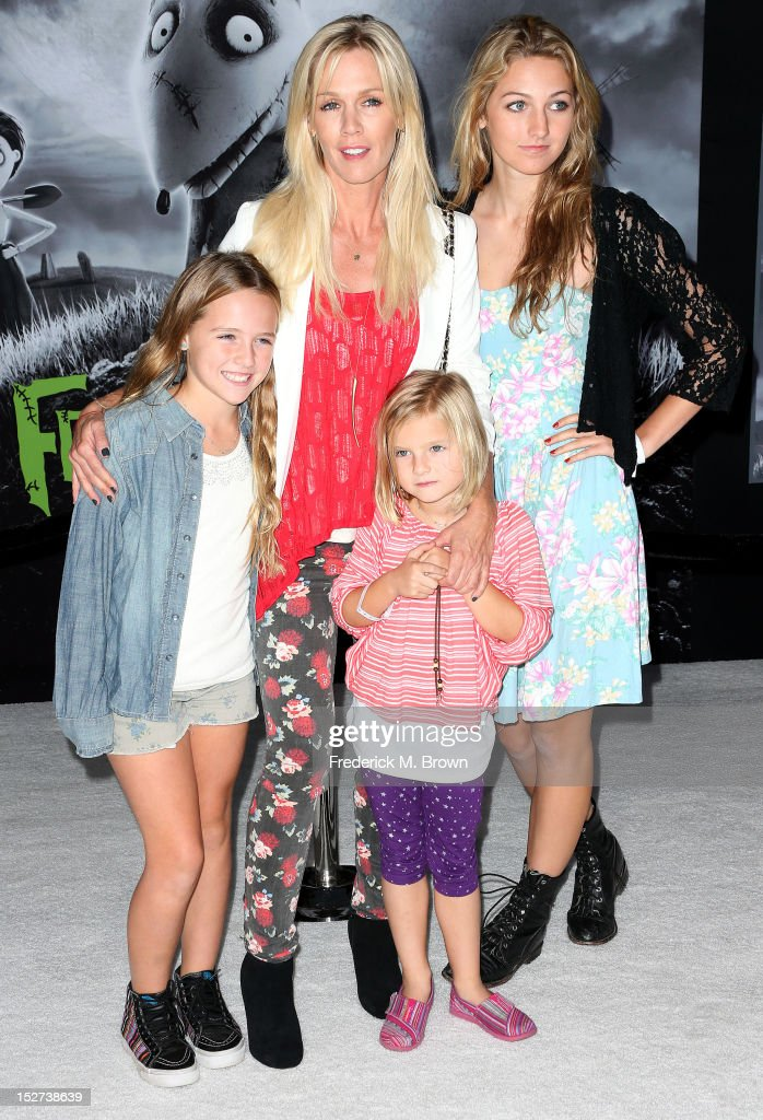 Actress <a gi-track='captionPersonalityLinkClicked' href=/galleries/search?phrase=Jennie+Garth&family=editorial&specificpeople=210841 ng-click='$event.stopPropagation()'>Jennie Garth</a> and her family attend the Premiere Of Disney's 'Frankenweenie' at the El Capitan Theatre on September 24, 2012 in Hollywood, California.