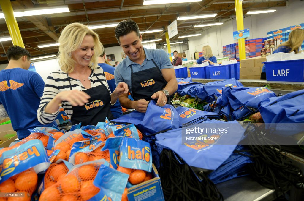 Actress Jennie Garth and TV personality/actor Mario Lopez celebrate a day of pure goodness with Wonderful Halos and Feeding America at Los Angeles...