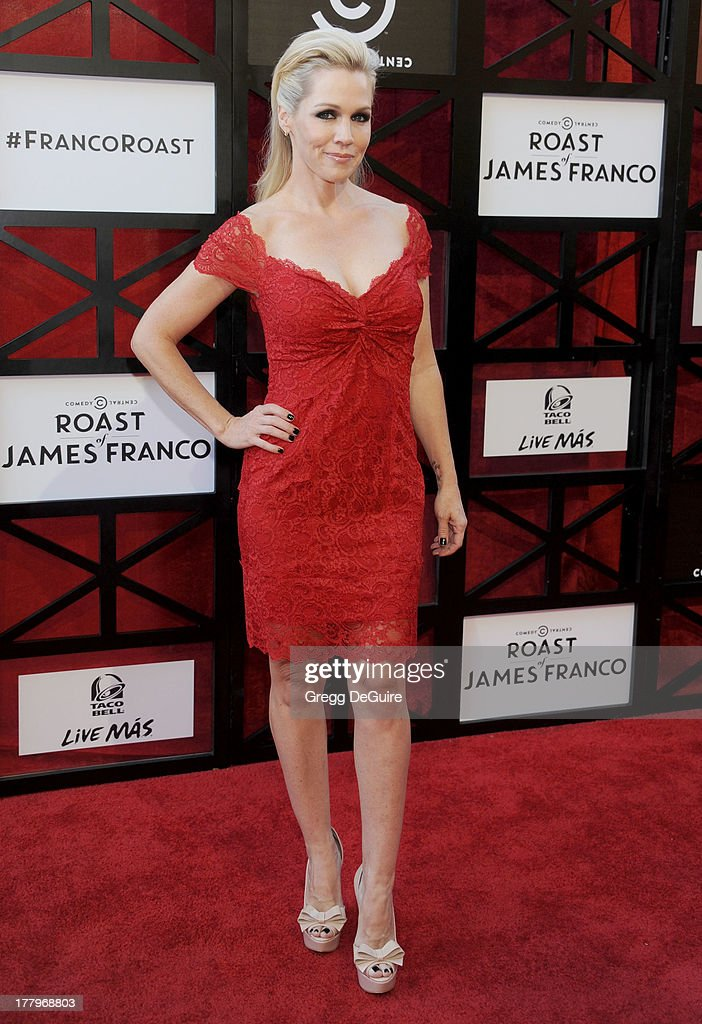 Actress <a gi-track='captionPersonalityLinkClicked' href=/galleries/search?phrase=Jennie+Garth&family=editorial&specificpeople=210841 ng-click='$event.stopPropagation()'>Jennie Garth</a> arrives at the Comedy Central Roast of James Franco at Culver Studios on August 25, 2013 in Culver City, California.