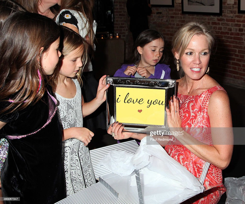 Actress <a gi-track='captionPersonalityLinkClicked' href=/galleries/search?phrase=Jennie+Garth&family=editorial&specificpeople=210841 ng-click='$event.stopPropagation()'>Jennie Garth</a> attending the '<a gi-track='captionPersonalityLinkClicked' href=/galleries/search?phrase=Jennie+Garth&family=editorial&specificpeople=210841 ng-click='$event.stopPropagation()'>Jennie Garth</a>: Awake' opening night artist reception at Project Gallery on April 5, 2014 in Hollywood, California.