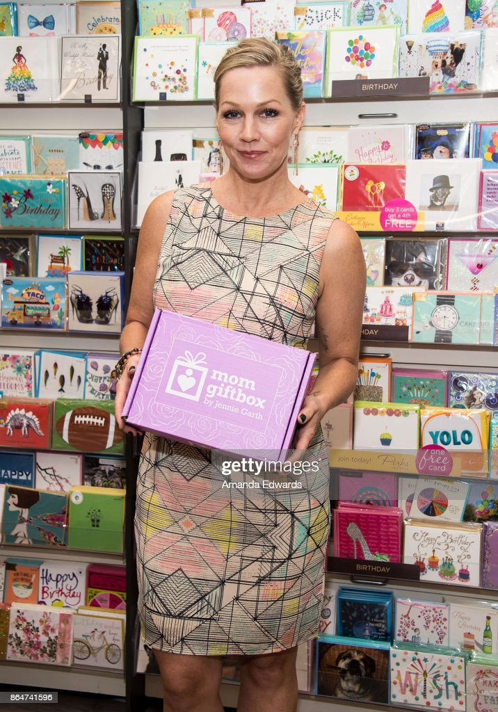 Jennie Garth Launches MomGiftBox