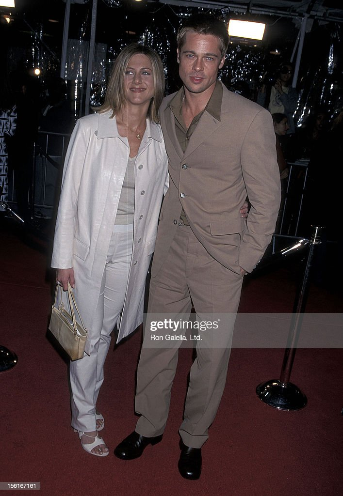 Actress Jennifer Aniston and actor Brad Pitt attend 'The Mexican' Westwood Premiere on February 23, 2001 at Mann National Theatre in Westwood, California.