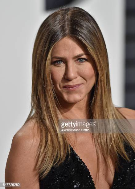 Actress Jennifer Aniston arrives at the 2017 Vanity Fair Oscar Party Hosted By Graydon Carter at Wallis Annenberg Center for the Performing Arts on...