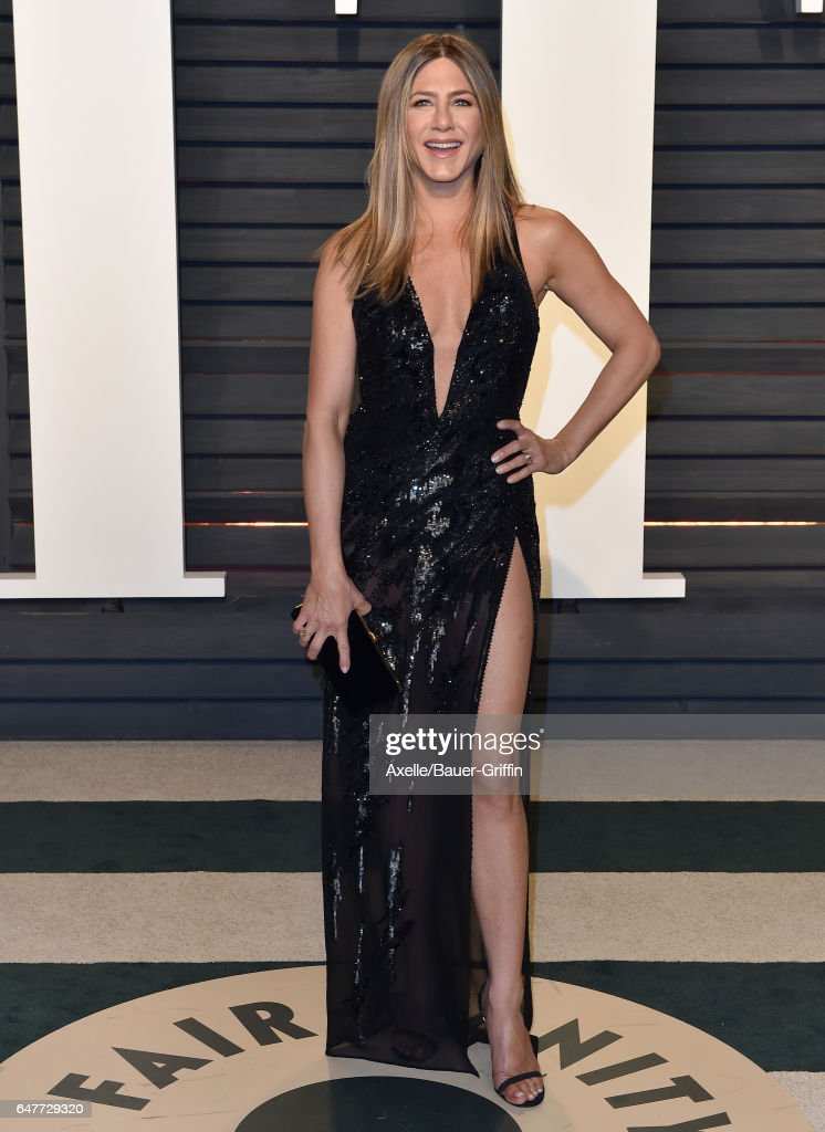 Actress Jennifer Aniston arrives at the 2017 Vanity Fair Oscar Party Hosted By Graydon Carter at Wallis Annenberg Center for the Performing Arts on February 26, 2017 in Beverly Hills, California.