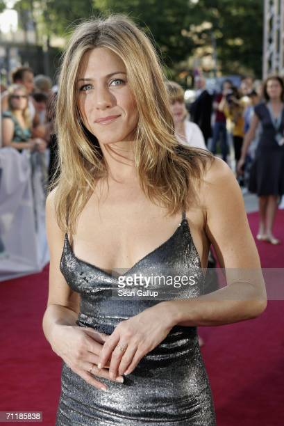 Jennifer aniston friends nips 3 5