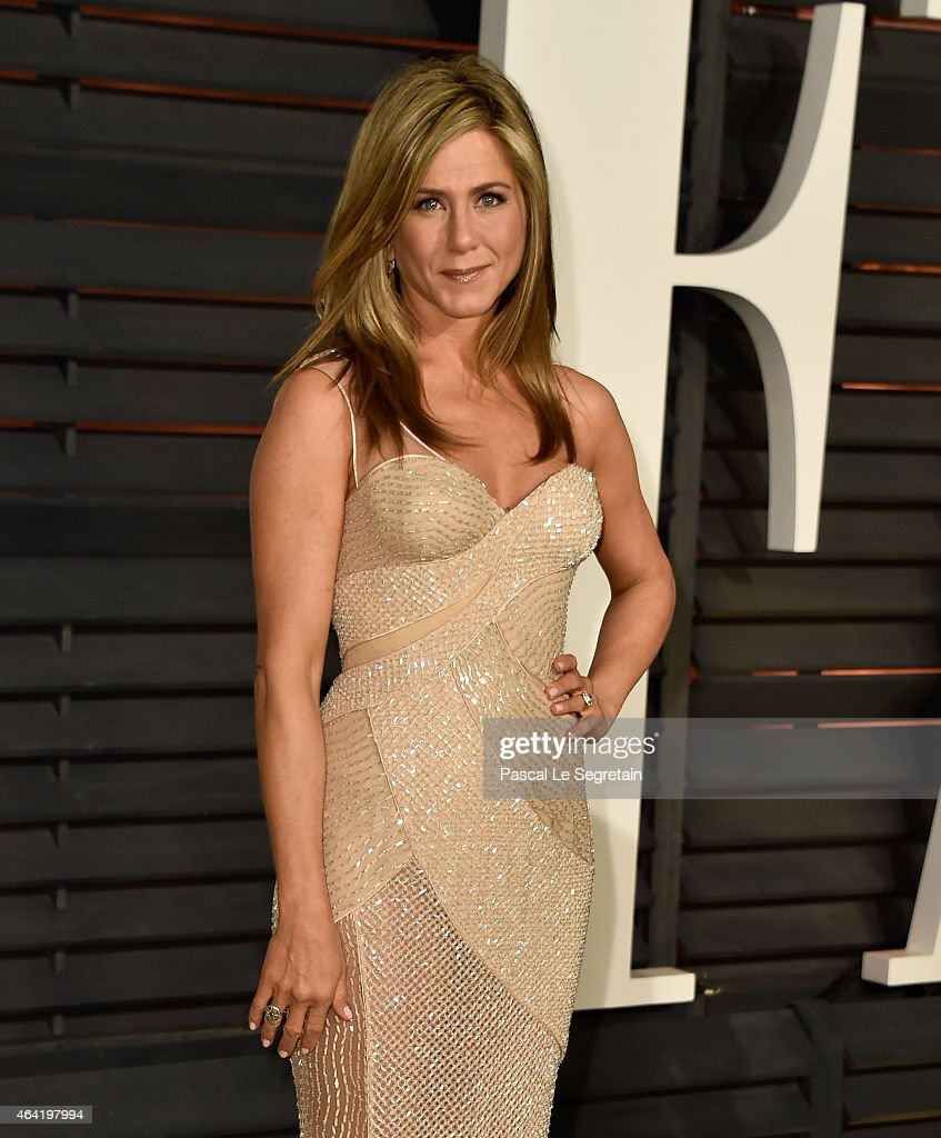 Actress Jennifer Aniston attends the 2015 Vanity Fair Oscar Party hosted by Graydon Carter at Wallis Annenberg Center for the Performing Arts on...