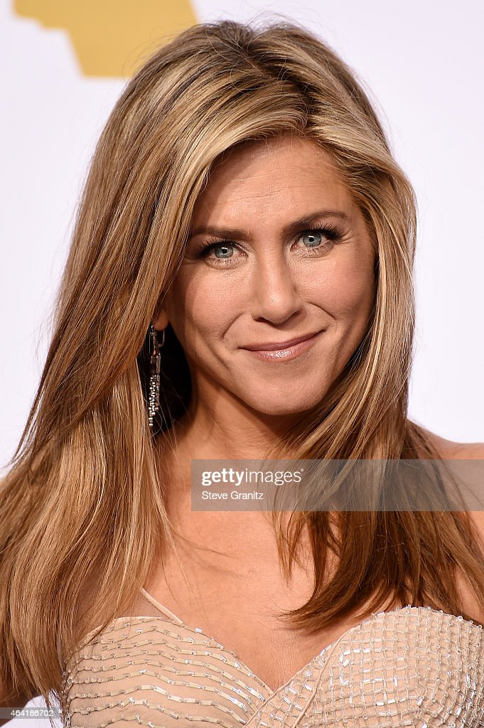 Actress <a gi-track='captionPersonalityLinkClicked' href=/galleries/search?phrase=Jennifer+Aniston&family=editorial&specificpeople=202048 ng-click='$event.stopPropagation()'>Jennifer Aniston</a> poses in the press room during the 87th Annual Academy Awards at Loews Hollywood Hotel on February 22, 2015 in Hollywood, California.