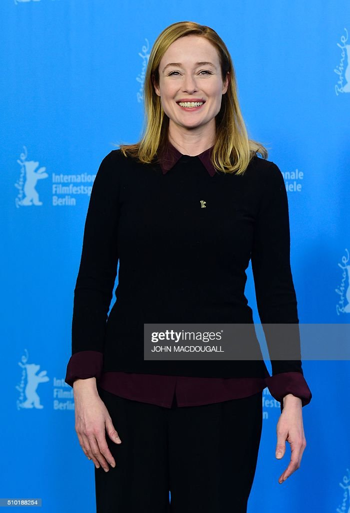 US actress Jennifer Ehle poses during a photocall for the film 'A Quiet Passion' during the 66th Berlinale Film Festival in Berlin on February 14, 2016. / AFP / John MACDOUGALL