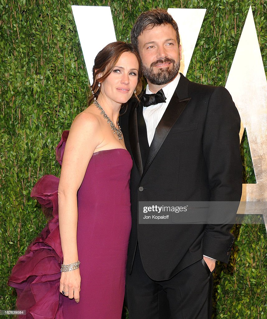 Actress <a gi-track='captionPersonalityLinkClicked' href=/galleries/search?phrase=Jennifer+Garner&family=editorial&specificpeople=201813 ng-click='$event.stopPropagation()'>Jennifer Garner</a> and actor <a gi-track='captionPersonalityLinkClicked' href=/galleries/search?phrase=Ben+Affleck&family=editorial&specificpeople=201856 ng-click='$event.stopPropagation()'>Ben Affleck</a> attend the 2013 Vanity Fair Oscar party at Sunset Tower on February 24, 2013 in West Hollywood, California.