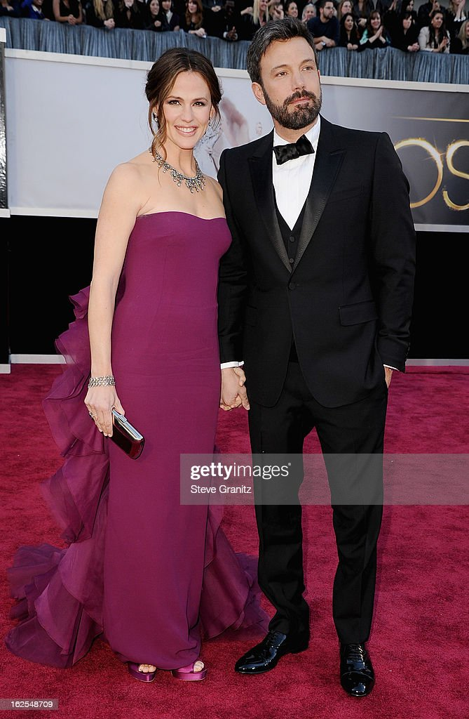 Actress Jennifer Garner (L) and actor/director Ben Affleck arrive at the Oscars at Hollywood & Highland Center on February 24, 2013 in Hollywood, California.