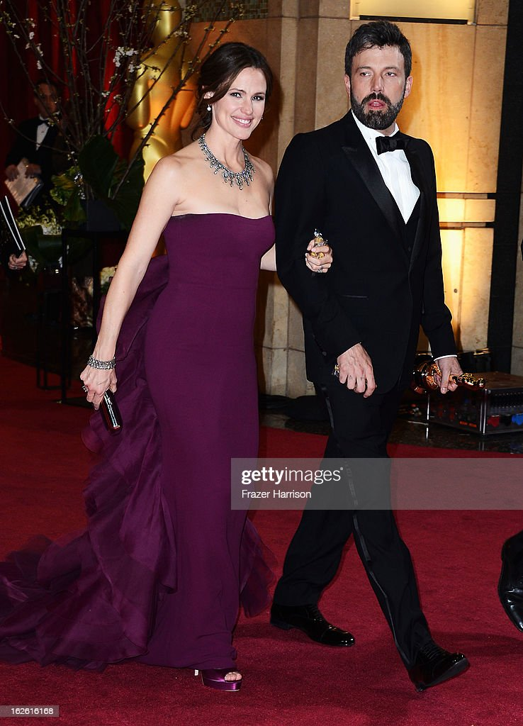 Actress Jennifer Garner (L) and actor/director Ben Affleck, winner of Best Picture for 'Argo', departs the Oscars at Hollywood & Highland Center on February 24, 2013 in Hollywood, California.