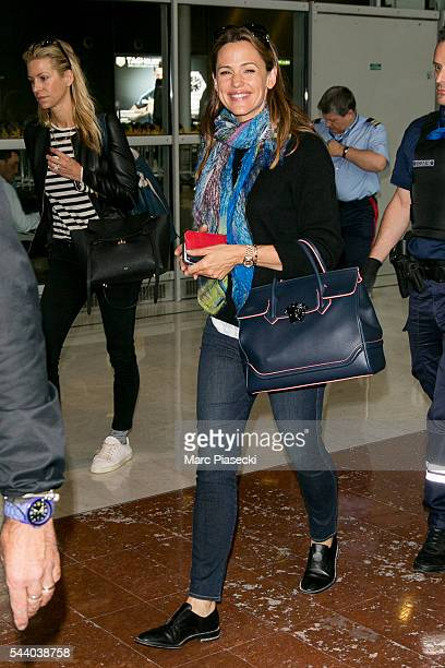 Actress Jennifer Garner arrives at CharlesdeGaulle airport on July 1 2016 in Paris France