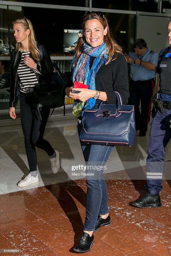 Actress <a gi-track='captionPersonalityLinkClicked' href=/galleries/search?phrase=Jennifer+Garner&family=editorial&specificpeople=201813 ng-click='$event.stopPropagation()'>Jennifer Garner</a> arrives at Charles-de-Gaulle airport on July 1, 2016 in Paris, France.