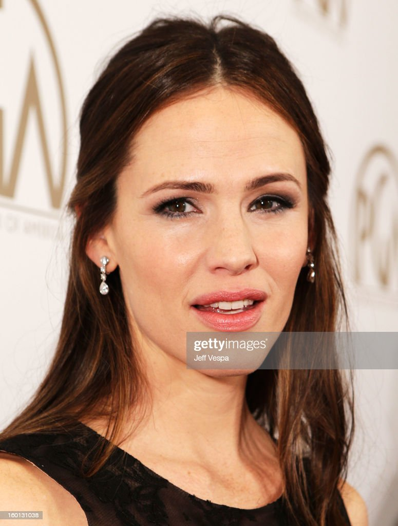 Actress <a gi-track='captionPersonalityLinkClicked' href=/galleries/search?phrase=Jennifer+Garner&family=editorial&specificpeople=201813 ng-click='$event.stopPropagation()'>Jennifer Garner</a> arrives at the 24th Annual Producers Guild Awards held at The Beverly Hilton Hotel on January 26, 2013 in Beverly Hills, California.