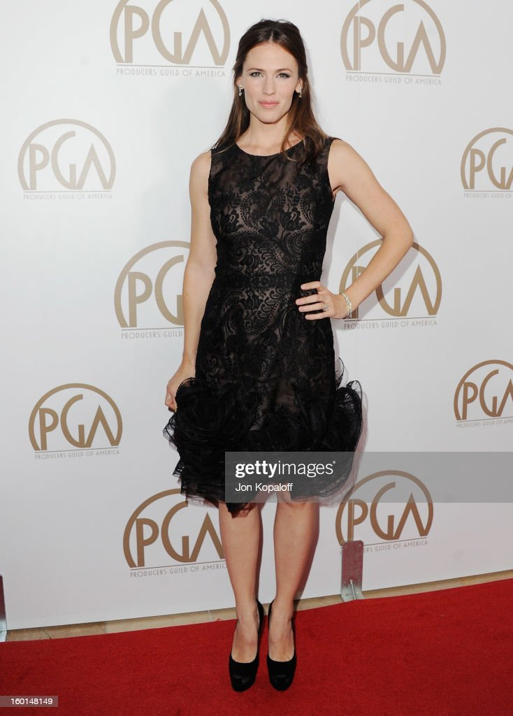 Actress <a gi-track='captionPersonalityLinkClicked' href=/galleries/search?phrase=Jennifer+Garner&family=editorial&specificpeople=201813 ng-click='$event.stopPropagation()'>Jennifer Garner</a> arrives at the 24th Annual Producers Guild Awards at The Beverly Hilton Hotel on January 26, 2013 in Beverly Hills, California.