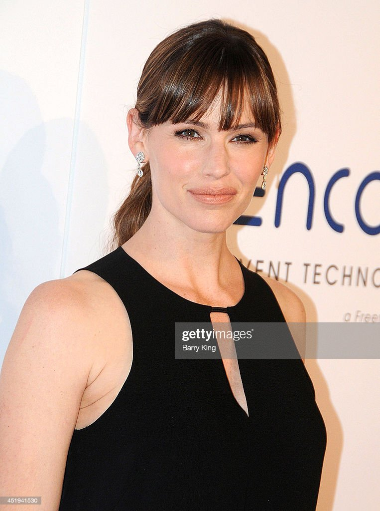 Actress <a gi-track='captionPersonalityLinkClicked' href=/galleries/search?phrase=Jennifer+Garner&family=editorial&specificpeople=201813 ng-click='$event.stopPropagation()'>Jennifer Garner</a> arrives at the 5th Annual Thirst Gala on June 24, 2014 at The Beverly Hilton Hotel in Beverly Hills, California.