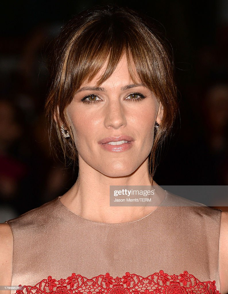 Actress <a gi-track='captionPersonalityLinkClicked' href=/galleries/search?phrase=Jennifer+Garner&family=editorial&specificpeople=201813 ng-click='$event.stopPropagation()'>Jennifer Garner</a> arrives at the 'Dallas Buyers Club' premiere during the 2013 Toronto International Film Festival at Princess of Wales Theatre on September 7, 2013 in Toronto, Canada.
