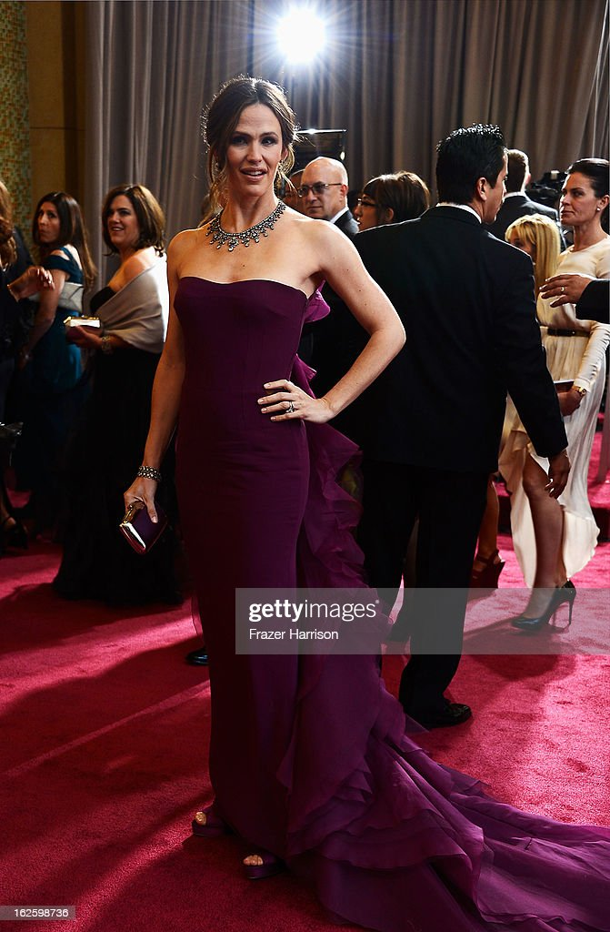 Actress Jennifer Garner arrives at the Oscars held at Hollywood & Highland Center on February 24, 2013 in Hollywood, California.