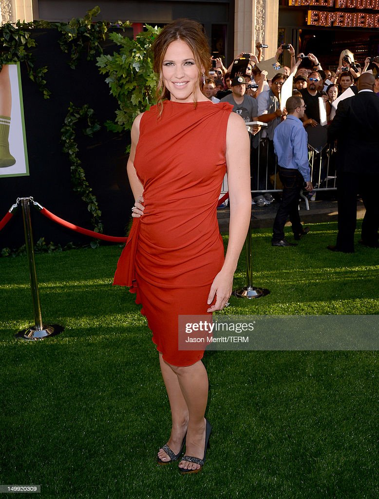 Actress <a gi-track='captionPersonalityLinkClicked' href=/galleries/search?phrase=Jennifer+Garner&family=editorial&specificpeople=201813 ng-click='$event.stopPropagation()'>Jennifer Garner</a> arrives at the premiere of Walt Disney Pictures' 'The Odd Life of Timothy Green' at the El Capitan Theatre on August 6, 2012 in Hollywood, California.