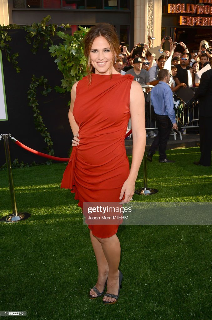 Actress <a gi-track='captionPersonalityLinkClicked' href=/galleries/search?phrase=Jennifer+Garner&family=editorial&specificpeople=201813 ng-click='$event.stopPropagation()'>Jennifer Garner</a> arrives at the premiere of Walt Disney Pictures' 'The Odd Life of Timothy Green' held at the El Capitan Theatre on August 6, 2012 in Hollywood, California.