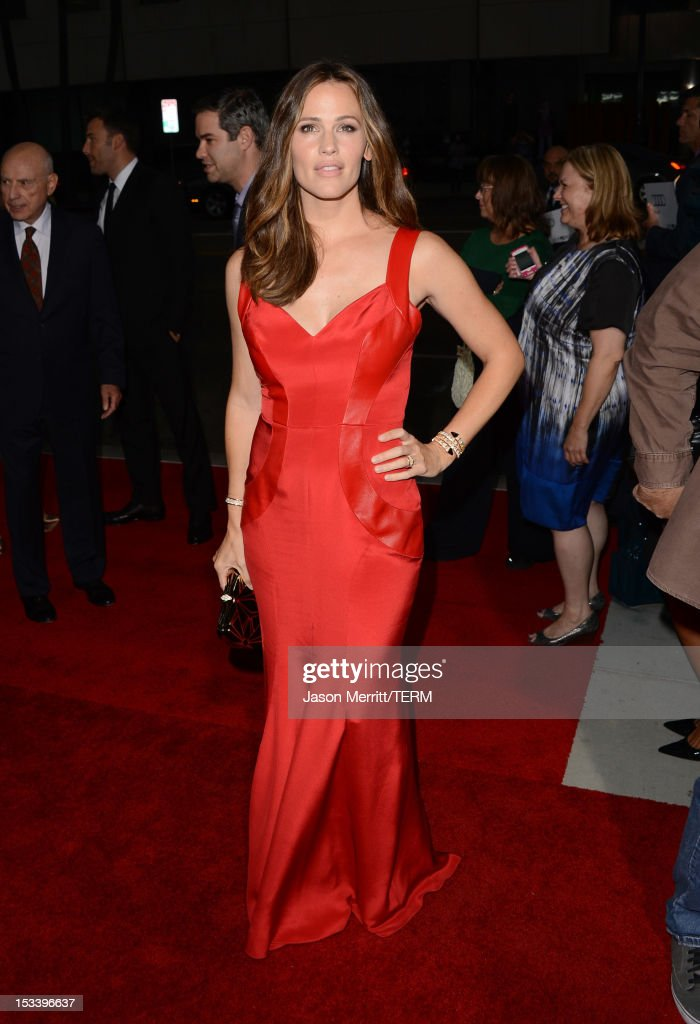 Actress <a gi-track='captionPersonalityLinkClicked' href=/galleries/search?phrase=Jennifer+Garner&family=editorial&specificpeople=201813 ng-click='$event.stopPropagation()'>Jennifer Garner</a> arrives at the premiere of Warner Bros. Pictures' 'Argo' at AMPAS Samuel Goldwyn Theater on October 4, 2012 in Beverly Hills, California.