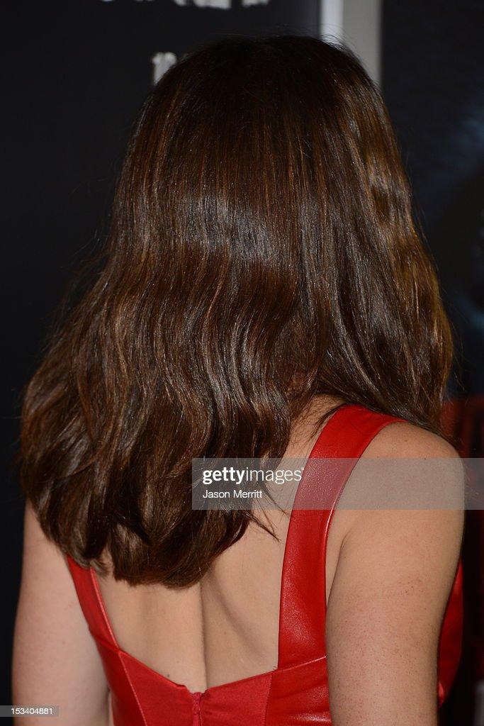 Actress Jennifer Garner arrives at the premiere of Warner Bros. Pictures' 'Argo' at AMPAS Samuel Goldwyn Theater on October 4, 2012 in Beverly Hills, California.