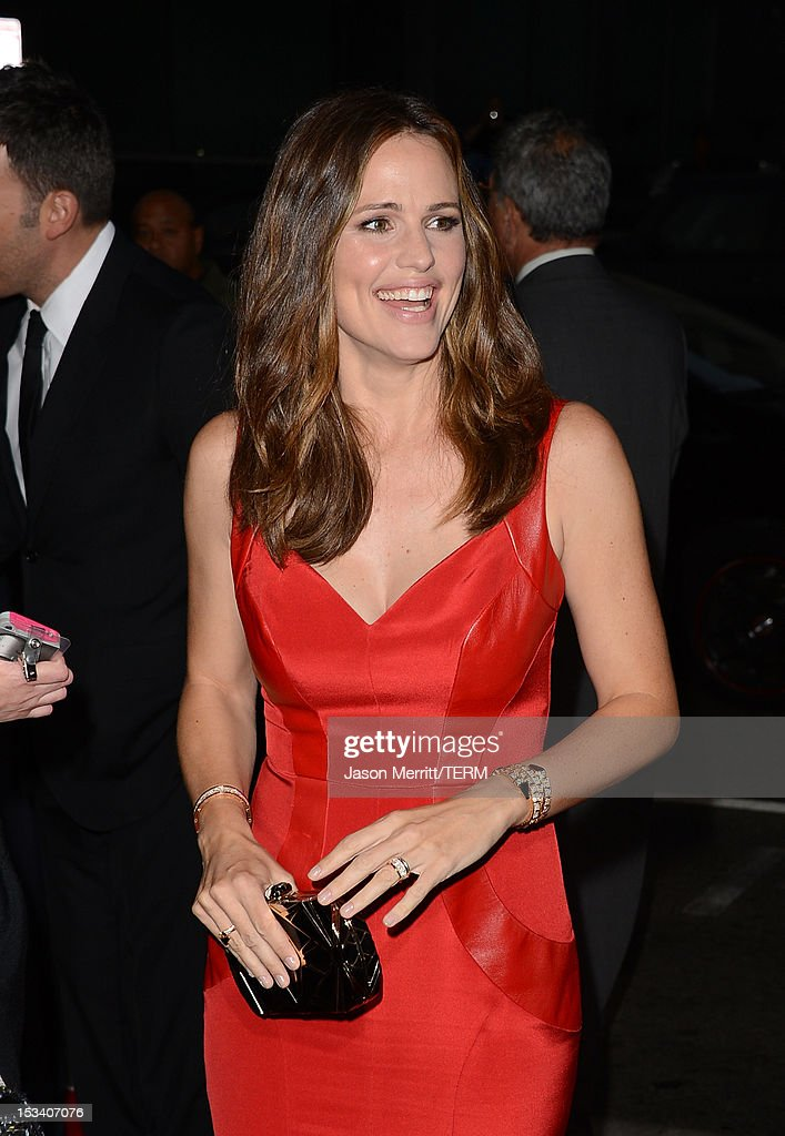 Actress Jennifer Garner arrives at the premiere of Warner Bros. Pictures' 'Argo' at AMPAS Samuel Goldwyn Theater on October 4, 2012 in Beverly Hills, California.