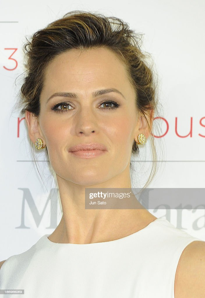 Actress <a gi-track='captionPersonalityLinkClicked' href=/galleries/search?phrase=Jennifer+Garner&family=editorial&specificpeople=201813 ng-click='$event.stopPropagation()'>Jennifer Garner</a> attends a photocall of Marvelous Max Mara Tokyo 2013 at Ryogoku Kokugikan on November 5, 2013 in Tokyo, Japan.