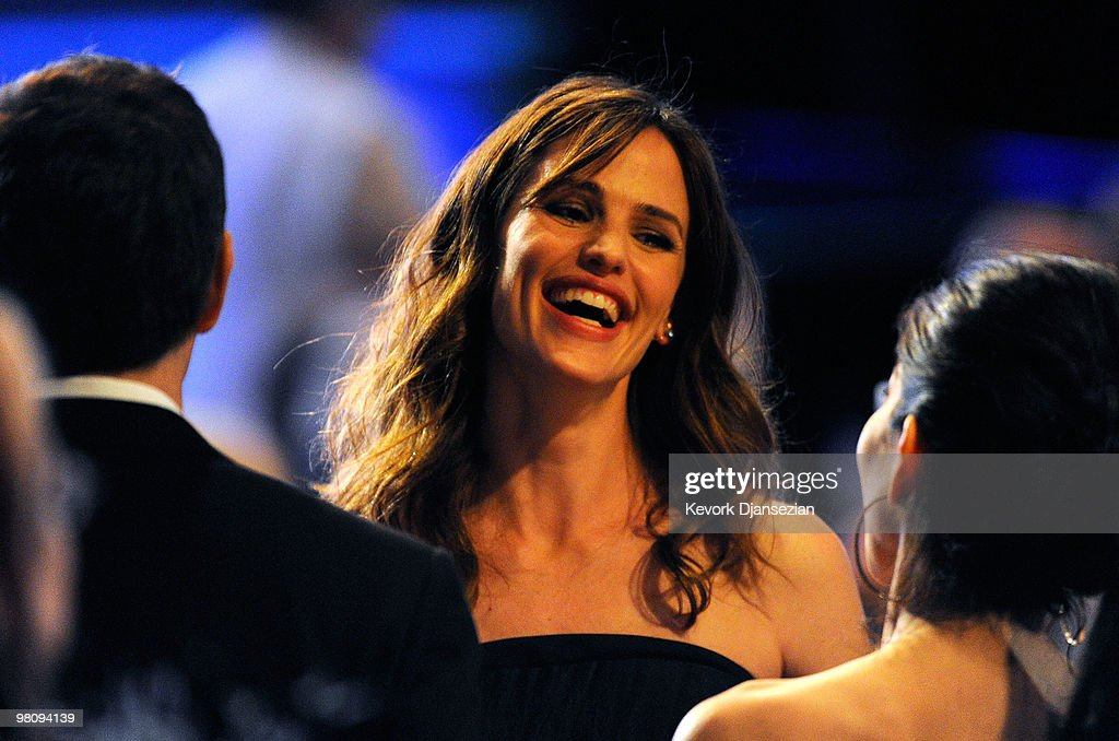 Actress <a gi-track='captionPersonalityLinkClicked' href=/galleries/search?phrase=Jennifer+Garner&family=editorial&specificpeople=201813 ng-click='$event.stopPropagation()'>Jennifer Garner</a> attends American Cinematheque 24th Annual Award Presentation To Matt Damon at The Beverly Hilton hotel on March 27, 2010 in Beverly Hills, California.