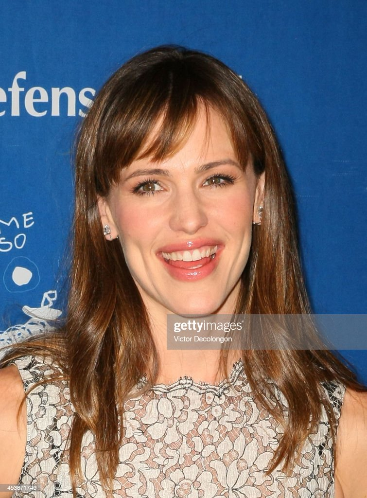 Actress <a gi-track='captionPersonalityLinkClicked' href=/galleries/search?phrase=Jennifer+Garner&family=editorial&specificpeople=201813 ng-click='$event.stopPropagation()'>Jennifer Garner</a> attends Children's Defense Fund - California Hosts 23rd Annual Beat The Odds Awards at the Beverly Hills Hotel on December 5, 2013 in Beverly Hills, California.