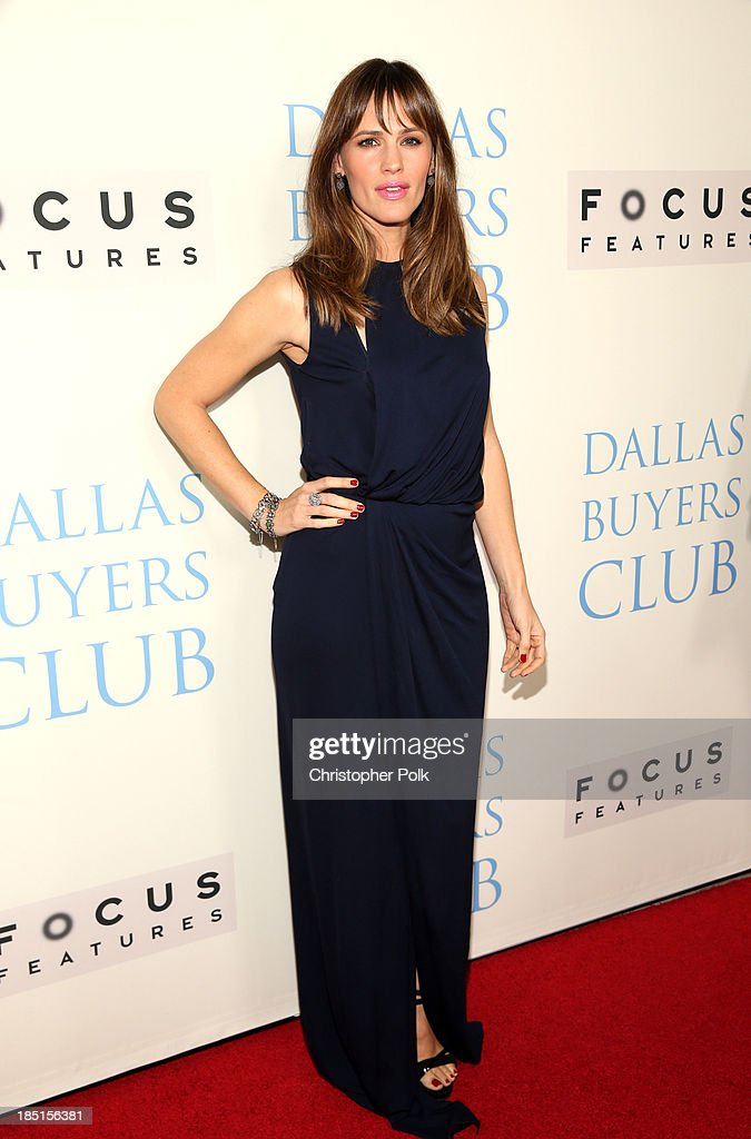 Actress <a gi-track='captionPersonalityLinkClicked' href=/galleries/search?phrase=Jennifer+Garner&family=editorial&specificpeople=201813 ng-click='$event.stopPropagation()'>Jennifer Garner</a> attends Focus Features' 'Dallas Buyers Club' premiere at the Academy of Motion Picture Arts and Sciences on October 17, 2013 in Beverly Hills, California.
