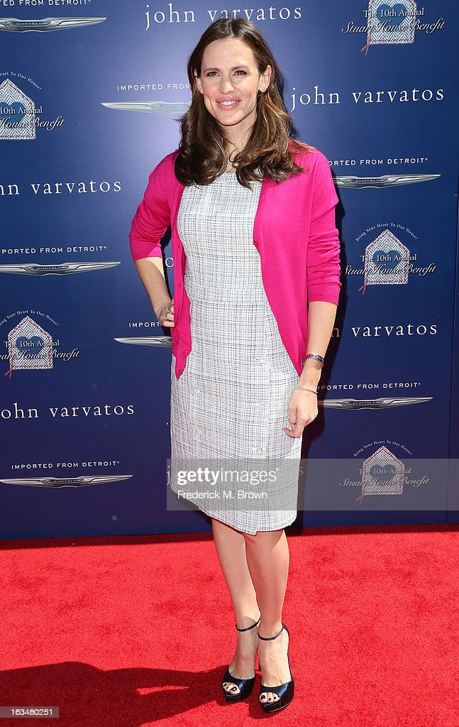 Actress <a gi-track='captionPersonalityLinkClicked' href=/galleries/search?phrase=Jennifer+Garner&family=editorial&specificpeople=201813 ng-click='$event.stopPropagation()'>Jennifer Garner</a> attends John Varvatos 10th Annual Stuart House Benefit Presented by Chrysler, at John Varvatos Los Angeles on March 10, 2013 in Los Angeles, California.