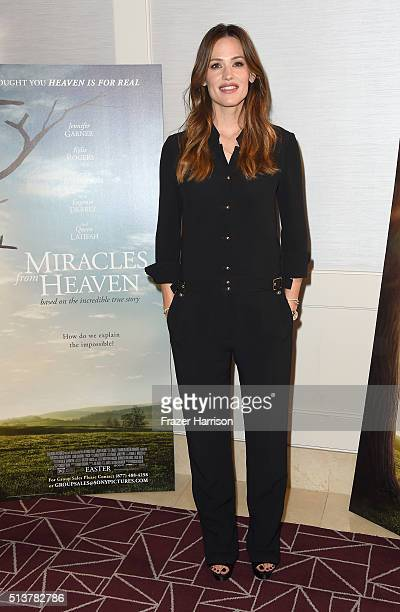 Actress Jennifer Garner attends Sony Pictures Releasing's 'Miracles From Heaven' Photo Call at The London Hotel on March 4 2016 in West Hollywood...