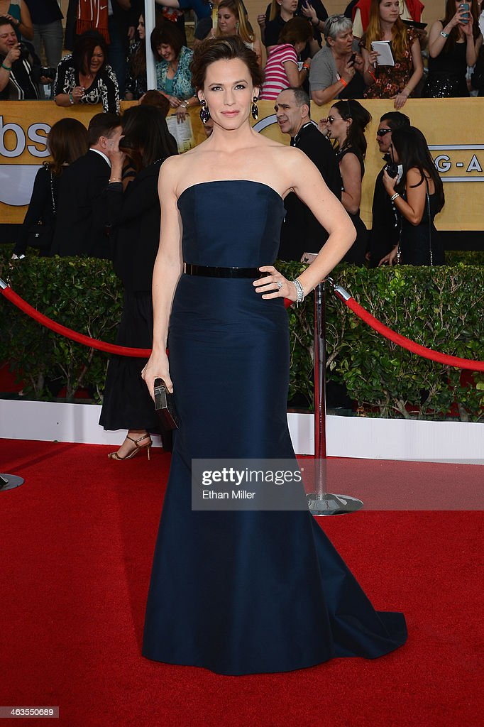 Actress <a gi-track='captionPersonalityLinkClicked' href=/galleries/search?phrase=Jennifer+Garner&family=editorial&specificpeople=201813 ng-click='$event.stopPropagation()'>Jennifer Garner</a> attends the 20th Annual Screen Actors Guild Awards at The Shrine Auditorium on January 18, 2014 in Los Angeles, California.