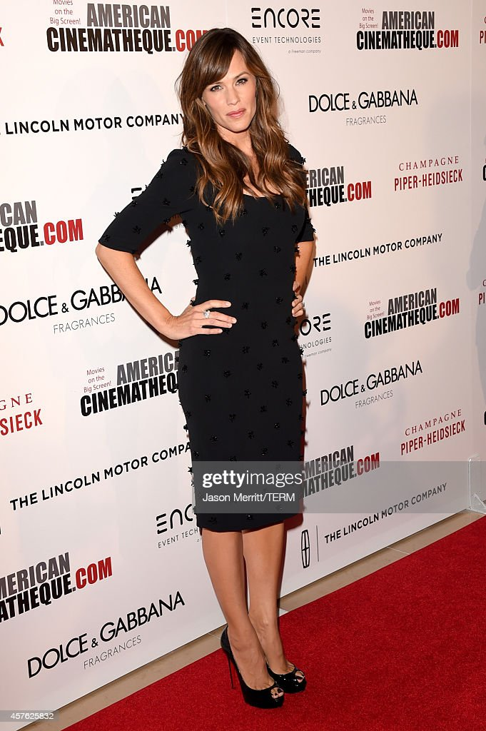 Actress <a gi-track='captionPersonalityLinkClicked' href=/galleries/search?phrase=Jennifer+Garner&family=editorial&specificpeople=201813 ng-click='$event.stopPropagation()'>Jennifer Garner</a> attends the 28th American Cinematheque Award honoring Matthew McConaughey at The Beverly Hilton Hotel on October 21, 2014 in Beverly Hills, California.