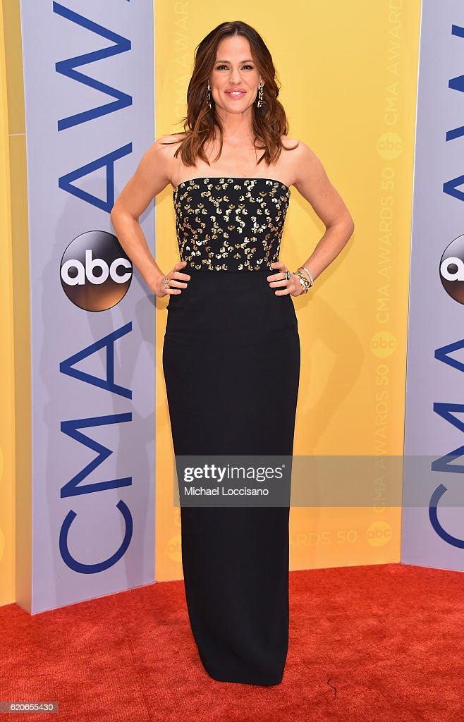 actress-jennifer-garner-attends-the-50th-annual-cma-awards-at-the-picture-id620655430