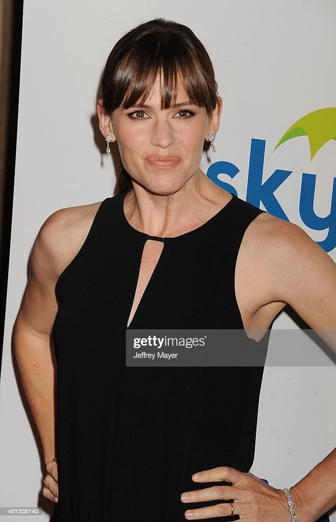 Actress <a gi-track='captionPersonalityLinkClicked' href=/galleries/search?phrase=Jennifer+Garner&family=editorial&specificpeople=201813 ng-click='$event.stopPropagation()'>Jennifer Garner</a> attends the 5th Annual Thirst Gala hosted by <a gi-track='captionPersonalityLinkClicked' href=/galleries/search?phrase=Jennifer+Garner&family=editorial&specificpeople=201813 ng-click='$event.stopPropagation()'>Jennifer Garner</a> in partnership with Skyo and Relativity's 'Earth To Echo' on June 24, 2014 at the Beverly Hilton Hotel in Beverly Hills, California.
