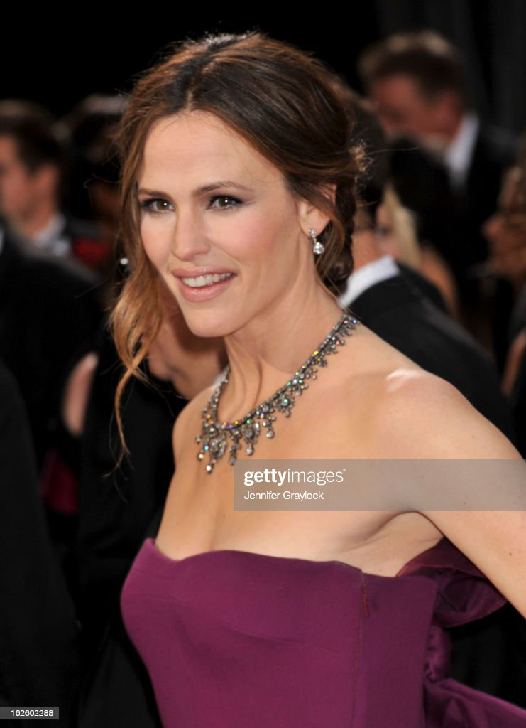 Actress <a gi-track='captionPersonalityLinkClicked' href=/galleries/search?phrase=Jennifer+Garner&family=editorial&specificpeople=201813 ng-click='$event.stopPropagation()'>Jennifer Garner</a> attends the 85th Annual Academy Awards held at the Hollywood & Highland Center on February 24, 2013 in Hollywood, California.