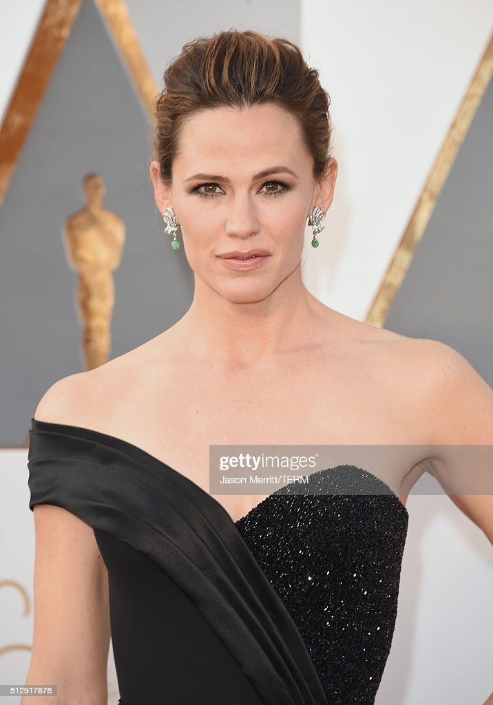 Actress Jennifer Garner attends the 88th Annual Academy Awards at Hollywood Highland Center on February 28 2016 in Hollywood California